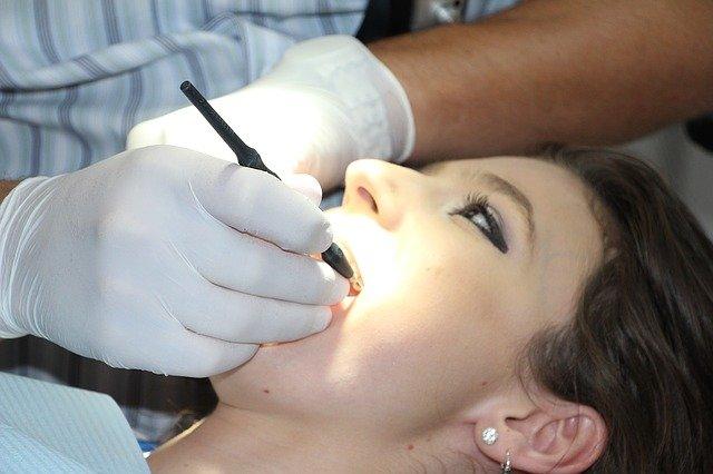 zobni implantati pregled